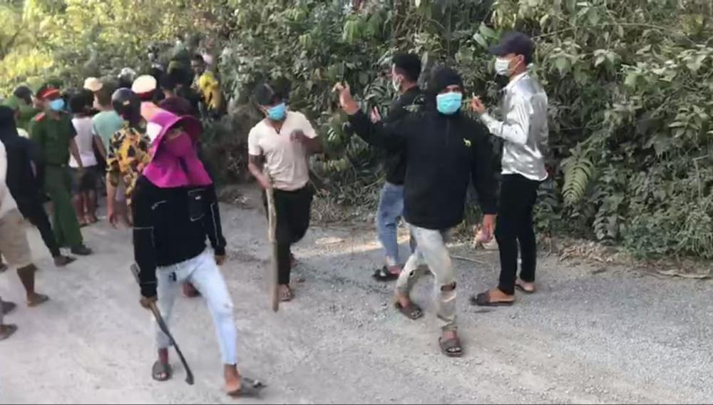 Vụ 5 cảnh sát bị thương: Bắt tạm giam 4 người - Ảnh 1.