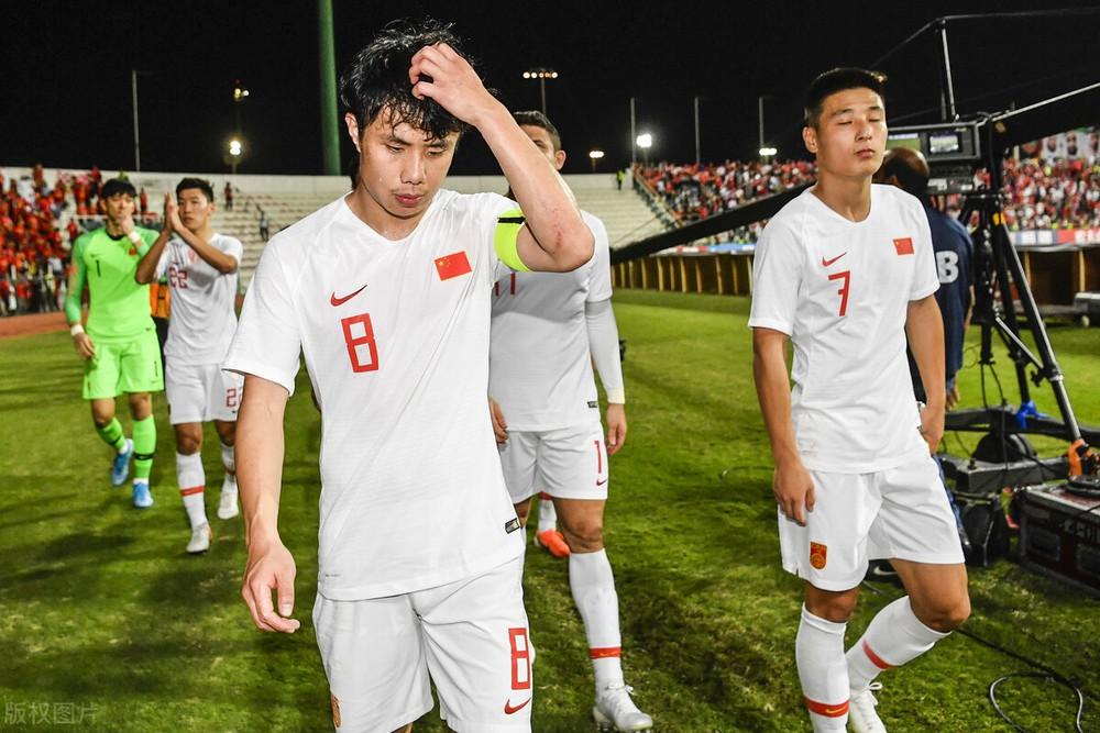 """Báo Trung Quốc: """"Tuyển Trung Quốc chưa học bò đã lo học chạy, rồi sẽ té ngã"""" - Ảnh 3."""