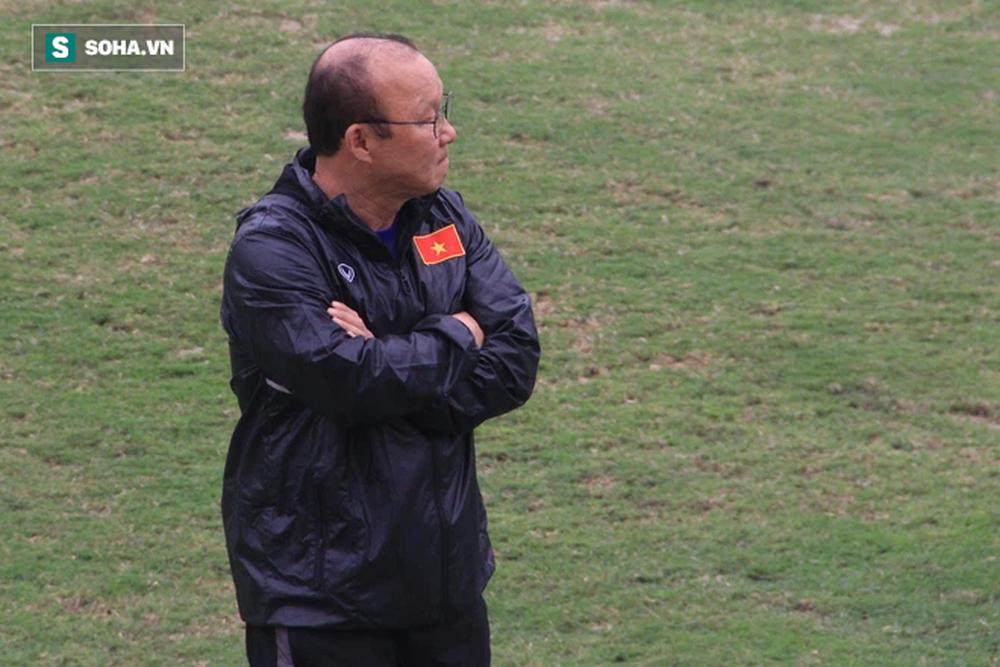 Tân binh tuyển Việt Nam suýt lỡ hẹn với thầy Park, đại gia V.League ra tay giải cứu - Ảnh 1.