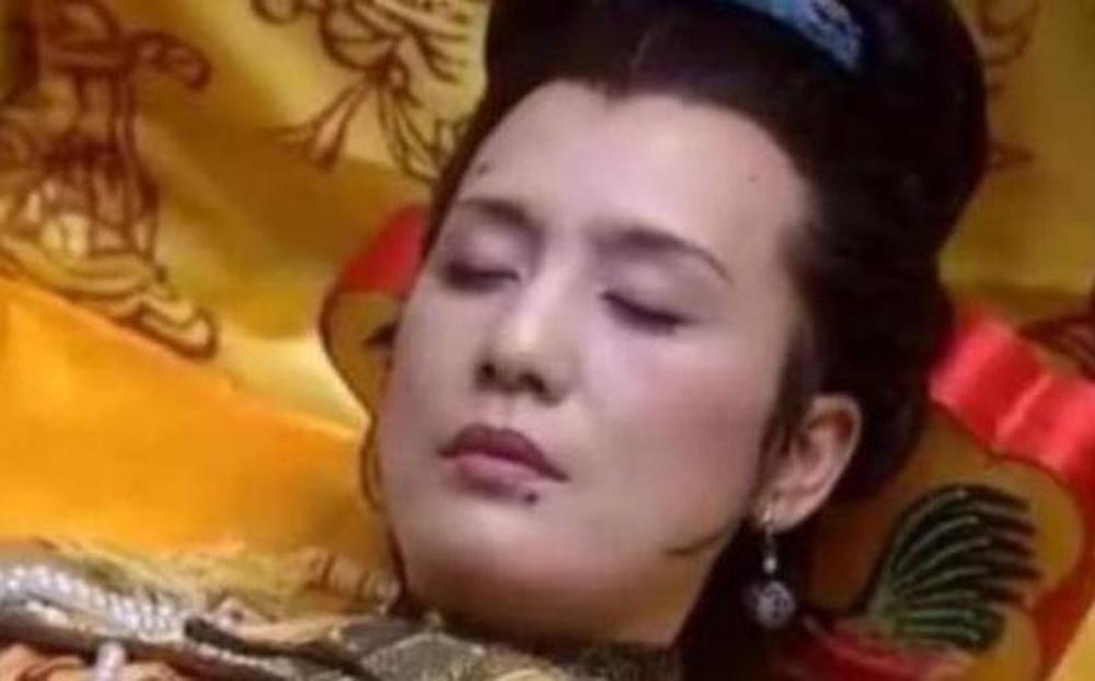 Thời phong kiến, phi tần của hoàng đế sau khi chết đều bị bịt kín hậu môn, tại sao?