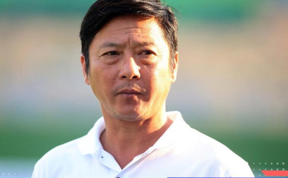 Đại gia V-League chơi lớn mời 'thầy Đức Chinh'?