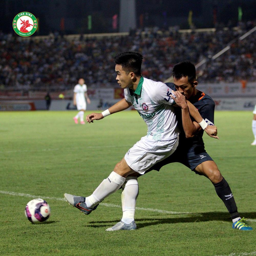 Tân binh tuyển Việt Nam suýt lỡ hẹn với thầy Park, đại gia V.League ra tay giải cứu - Ảnh 2.