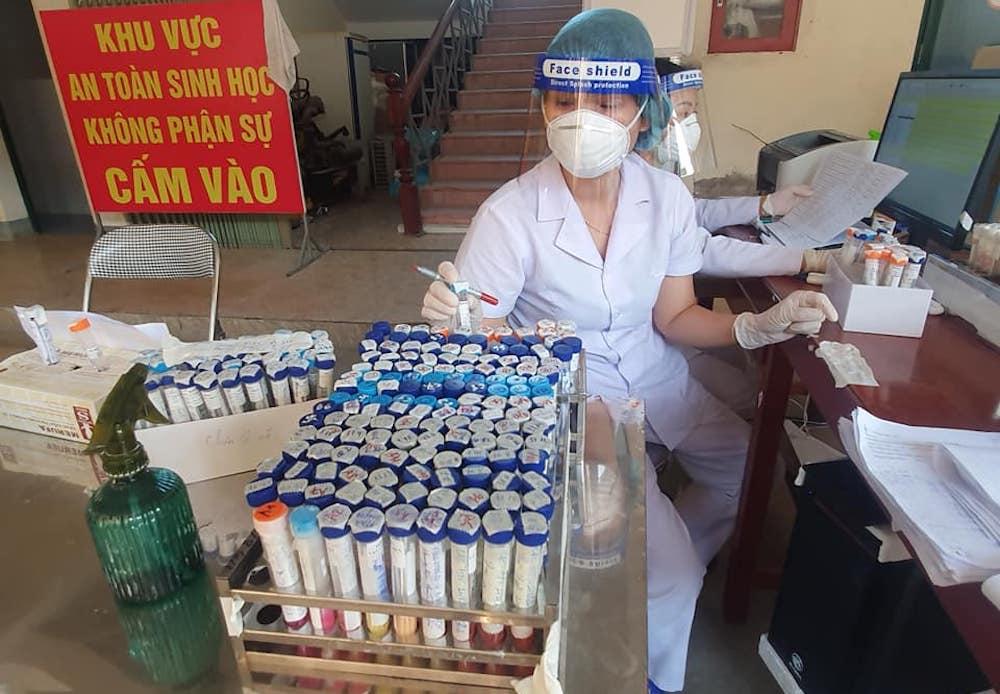 Lấy mẫu xét nghiệm toàn thành phố Vinh cho hơn 400 nghìn người, 108 mẫu gộp dương tính với SARS-CoV-2 - Ảnh 3.