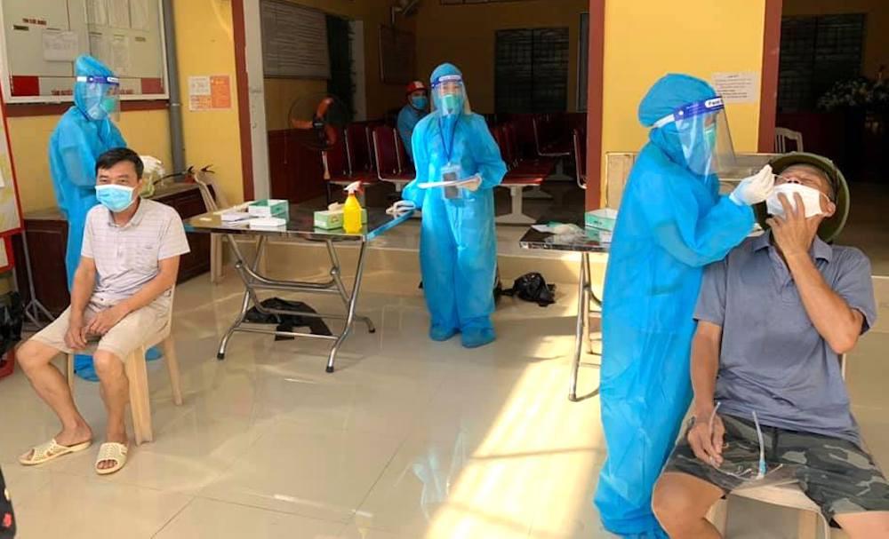 Lấy mẫu xét nghiệm toàn thành phố Vinh cho hơn 400 nghìn người, 108 mẫu gộp dương tính với SARS-CoV-2 - Ảnh 2.