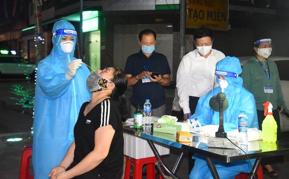 Lấy mẫu xét nghiệm toàn thành phố Vinh cho hơn 400 nghìn người, 108 mẫu gộp dương tính với SARS-CoV-2