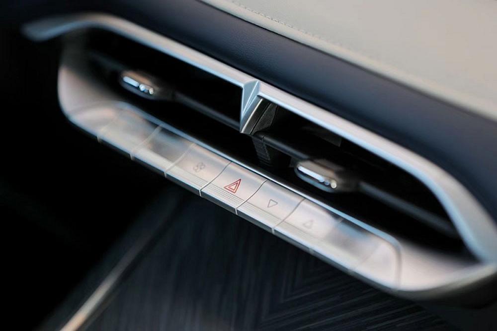 Cận cảnh SUV Trung Quốc tiêu thụ 6,6L/100km, đẹp mướt mắt, có chi tiết na ná VinFast - Ảnh 8.