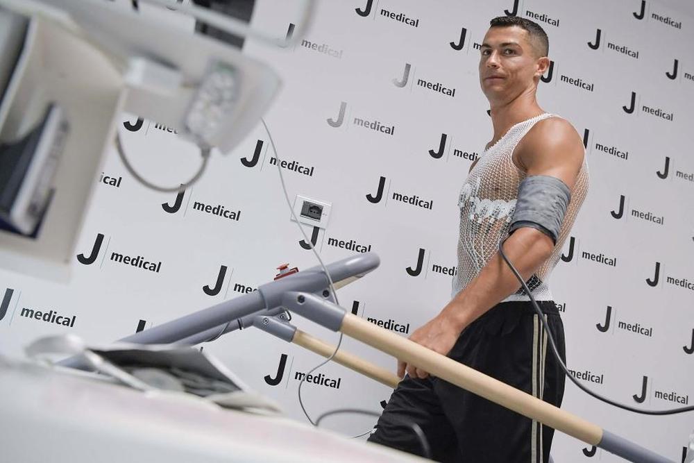 CẬP NHẬT: Ronaldo chính thức trở về Man United với bản hợp đồng 2 năm - Ảnh 3.