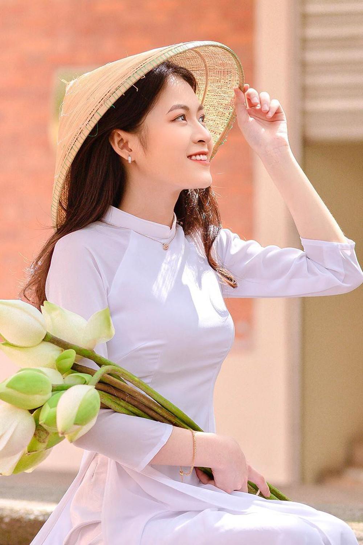 Hoa khôi trường Y sở hữu vẻ đẹp ngọt ngào gây thương nhớ trong tà áo dài - Ảnh 11.