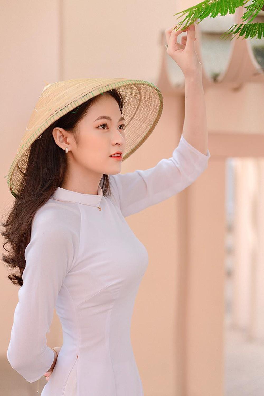 Hoa khôi trường Y sở hữu vẻ đẹp ngọt ngào gây thương nhớ trong tà áo dài - Ảnh 9.