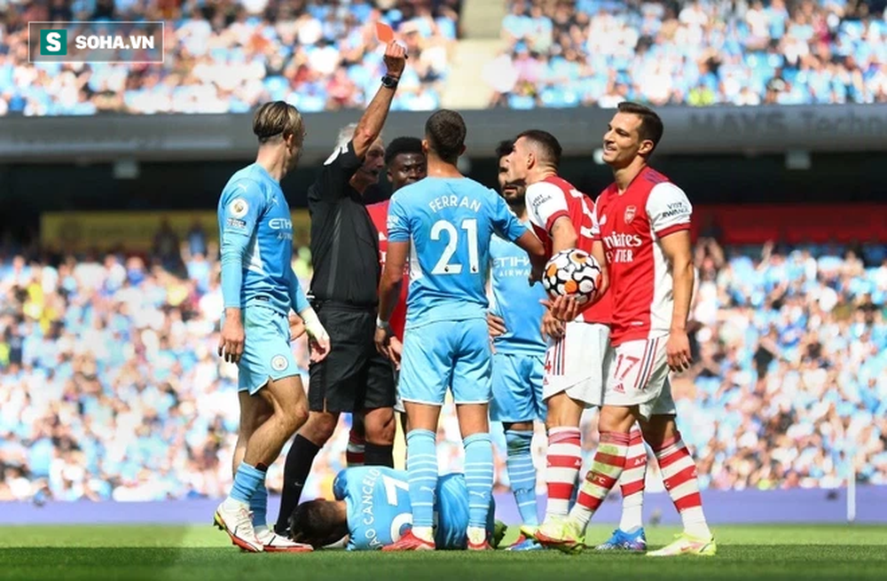 Bị nẫng tay trên mất Ronaldo, Man City trút cơn giận lôi đình lên Arsenal tội nghiệp - Ảnh 3.