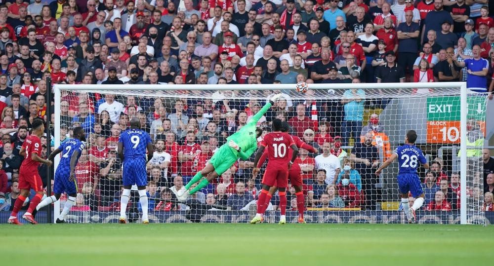 Lĩnh thẻ đỏ gây tranh cãi, Chelsea quật cường đứng vững trước cơn lốc đỏ Liverpool - Ảnh 2.
