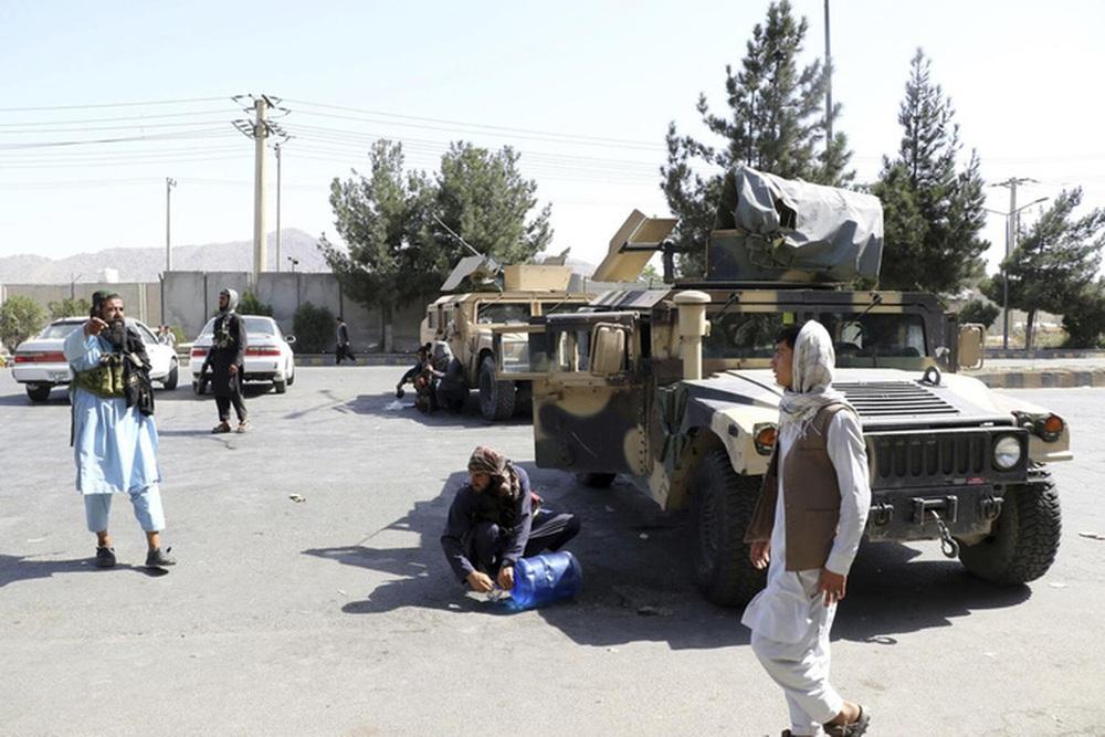 Cùng uống trà hôm trước, hôm sau Taliban bắn chết ca sĩ Afghanistan - Ảnh 1.