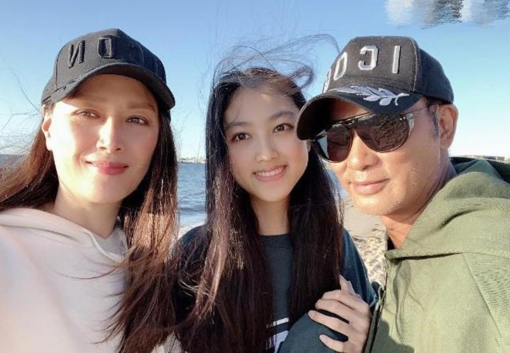 Con gái ông trùm showbiz Hong Kong: Đẹp ấn tượng, 17 tuổi cao 1,8m, chân dài miên man - Ảnh 10.