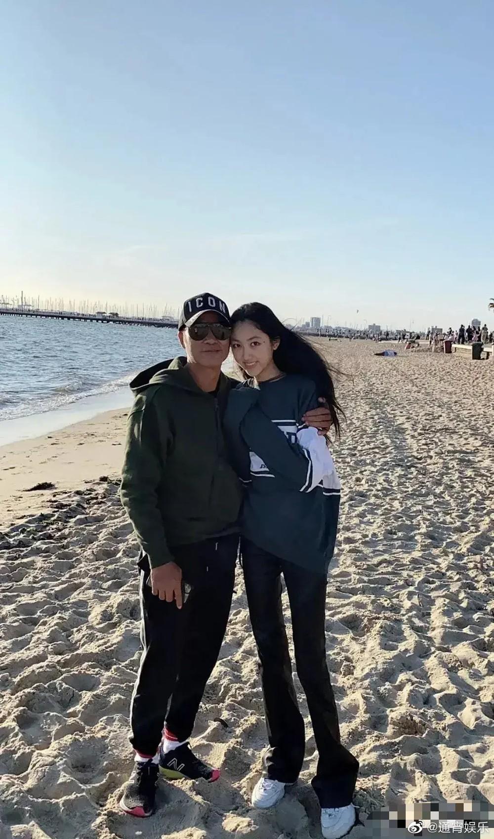 Con gái ông trùm showbiz Hong Kong: Đẹp ấn tượng, 17 tuổi cao 1,8m, chân dài miên man - Ảnh 9.