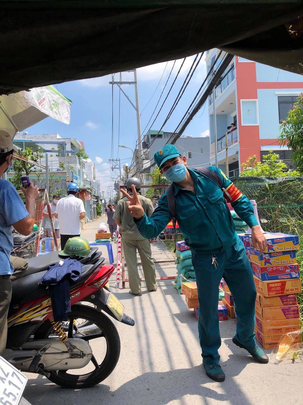 Chàng dân quân tự nhận là cây treo nước biển chạy bằng cơm - hình ảnh trong trạm y tế khiến MXH rần rần chia sẻ - Ảnh 3.