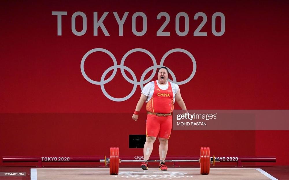 Người khổng lồ Trung Quốc phá 3 kỷ lục Olympic, khiến tất cả hoảng hồn vì cách giành HCV - Ảnh 1.
