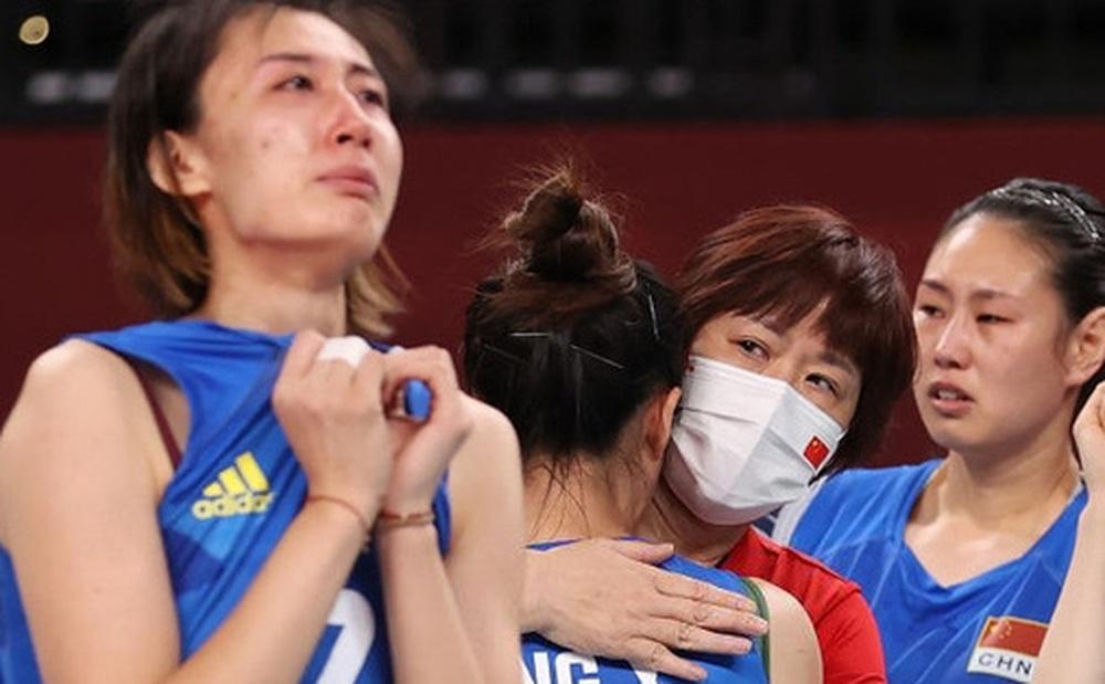 VĐV Trung Quốc khóc như mưa, cúi rạp người chia tay HLV huyền thoại ở Olympic Tokyo 2020