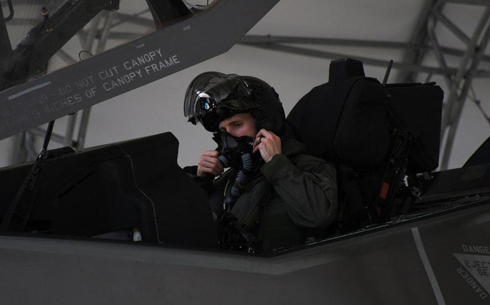 Hạ viện Mỹ yêu cầu điều tra thêm về việc phi công tiêm kích F-35 'ngạt thở khi bay'