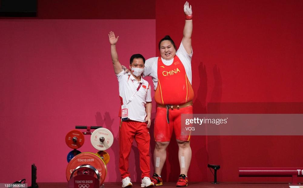 """""""Người khổng lồ"""" Trung Quốc phá 3 kỷ lục Olympic, khiến tất cả hoảng hồn vì cách giành HCV"""