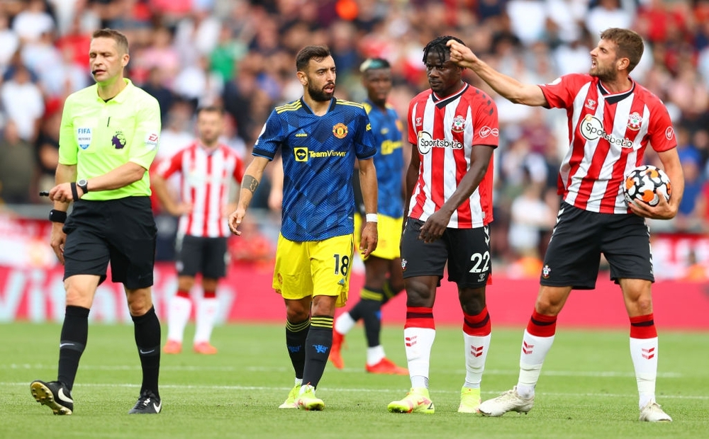Toàn cảnh tình huống gây tranh cãi nhất trong trận Wolves 0-1 MU - Ảnh 3.