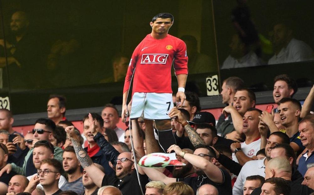 """Vừa vỡ òa vì Ronaldo, Quỷ đỏ liền thoát khỏi """"bóng đen"""" theo cách đầy kịch tính"""