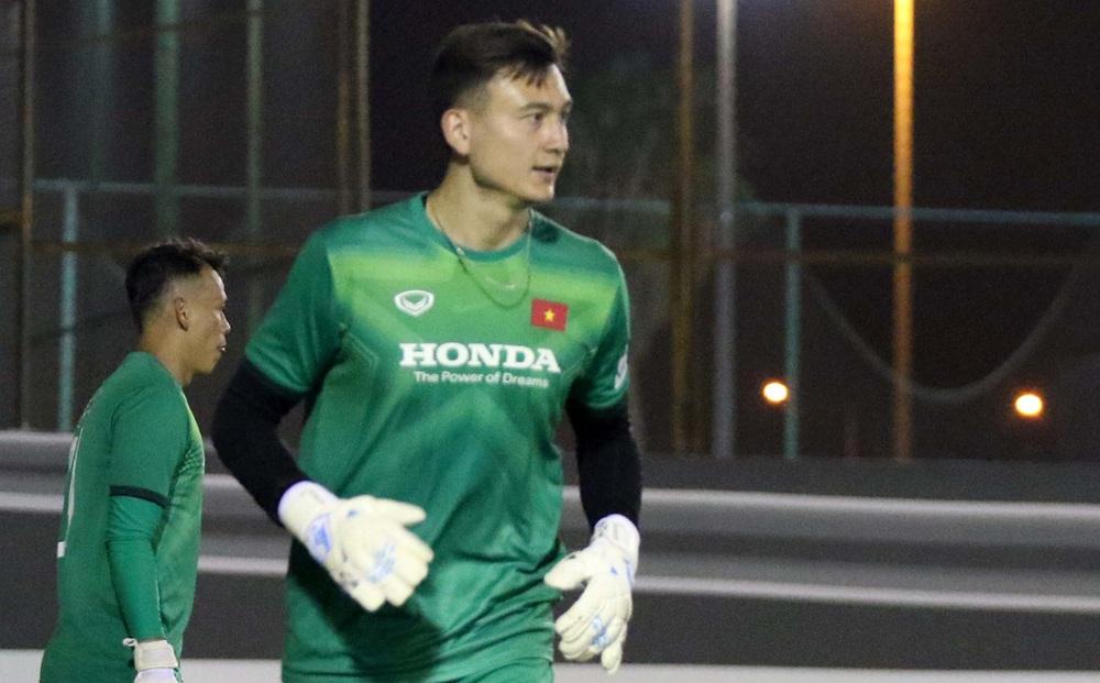 Văn Lâm lên tiếng về việc cạnh tranh với Tấn Trường, tiết lộ khó khăn của tuyển Việt Nam