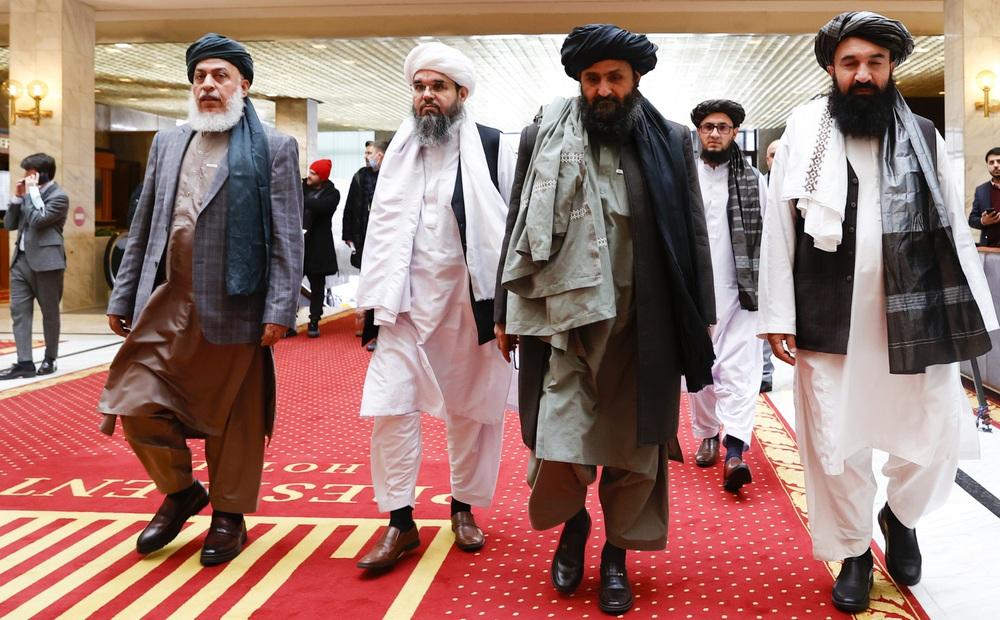 """Bắc Kinh phát tín hiệu hỗ trợ Taliban: Chiến lược áp sát kiểu """"cây gậy và củ cà rốt"""" có hiệu quả như mong đợi?"""