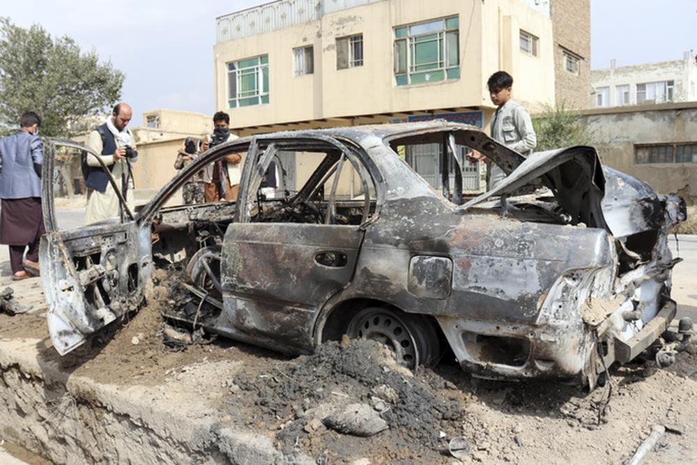 IS nã rốc-két vào sân bay Kabul bằng 6 ống phóng đặt trên... xe hơi - Ảnh 1.