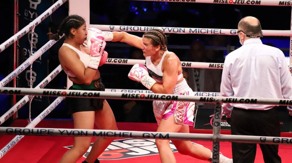 Nữ võ sĩ nguy kịch sau khi bị đối thủ hạ đo ván trên sàn đấu - Ảnh 3.