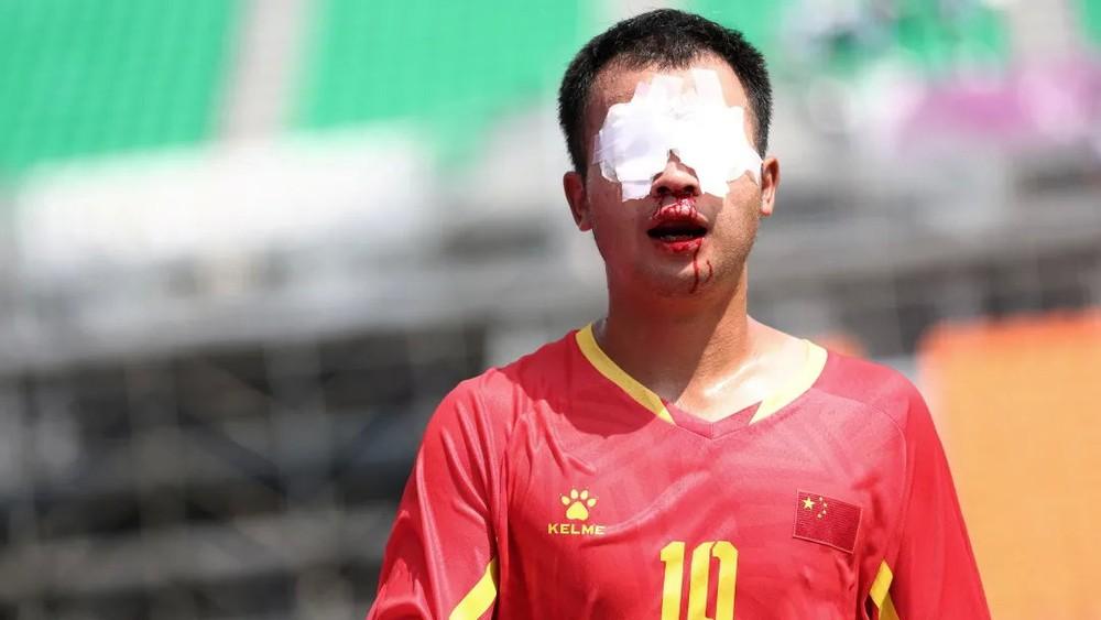 Ghi hai siêu phẩm mang dáng dấp Messi, Trung Quốc hạ gục Nhật Bản đầy tự hào - Ảnh 4.