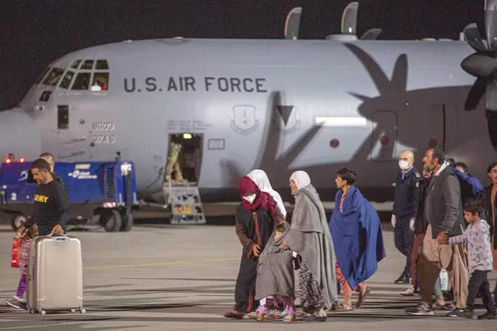 IS nã rốc-két vào sân bay Kabul bằng 6 ống phóng đặt trên... xe hơi - Ảnh 4.