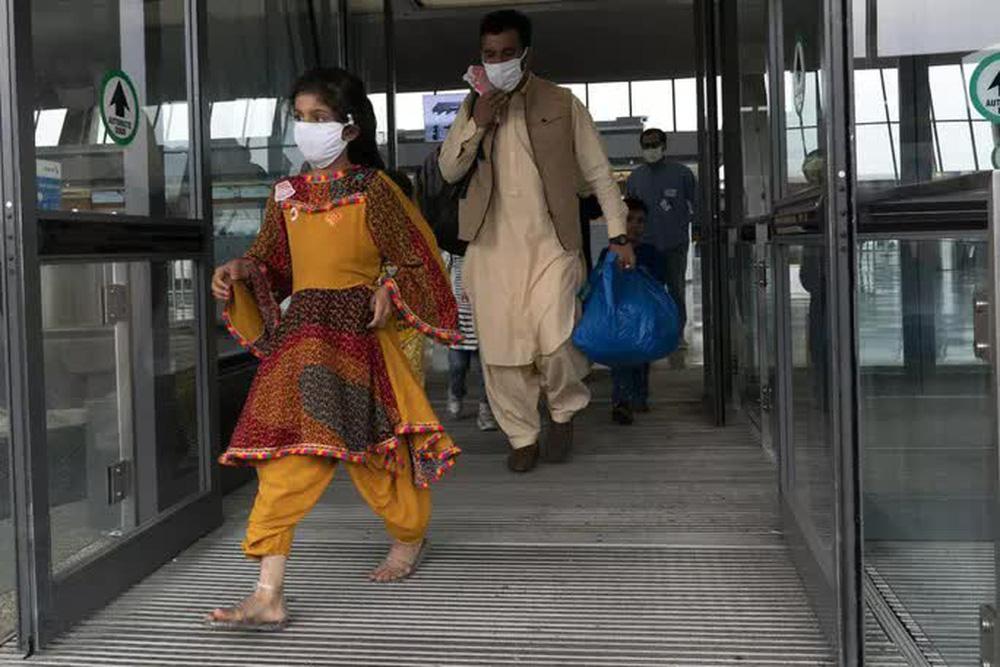IS nã rốc-két vào sân bay Kabul bằng 6 ống phóng đặt trên... xe hơi - Ảnh 5.