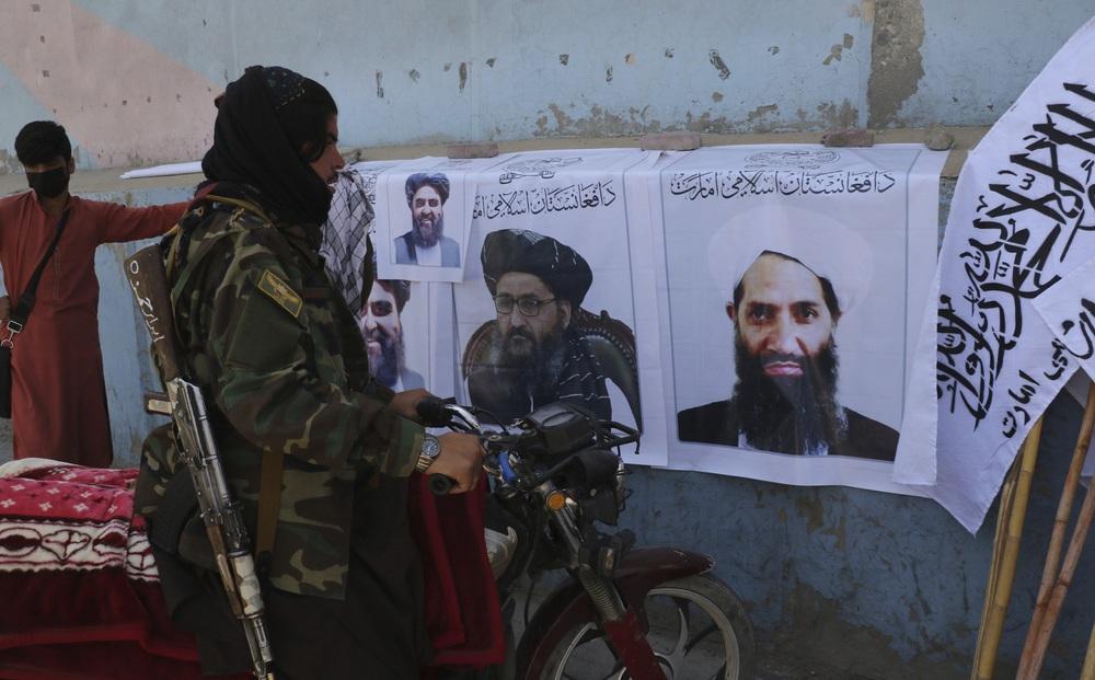 """1 ngày trước hạn Mỹ rút sạch quân ở Afghanistan, Taliban lập tức réo tên """"láng giềng vĩ đại"""""""
