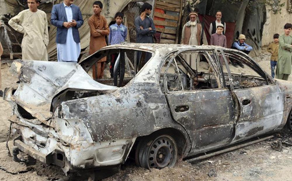IS nã rốc-két vào sân bay Kabul bằng 6 ống phóng đặt trên... xe hơi
