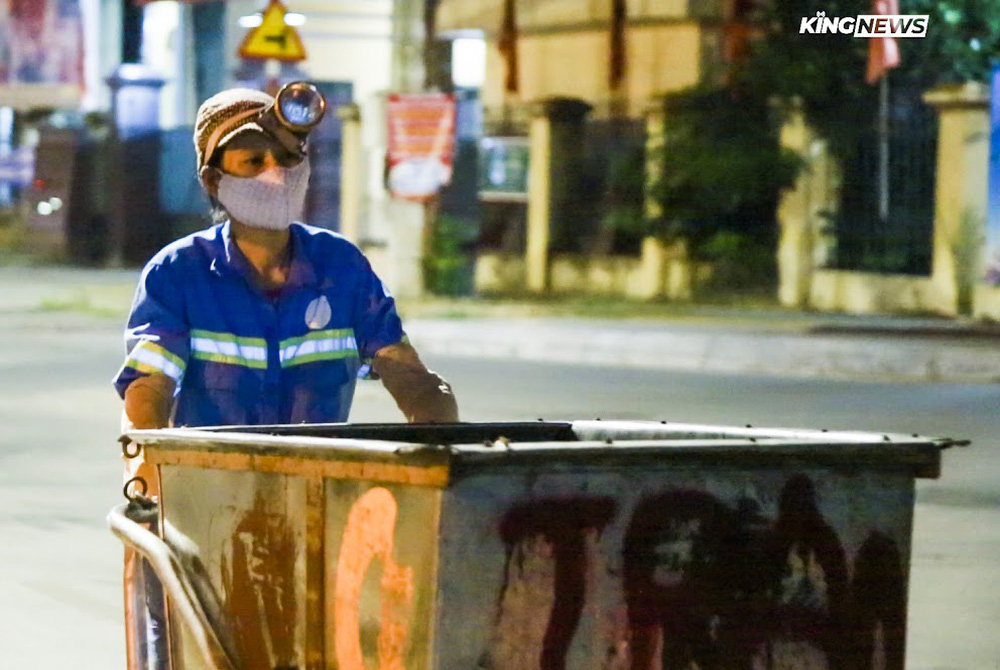 Nữ lao công bị cướp xe máy gào khóc thảm thiết xin tha: Chiếc xe mua trả góp, là tài sản lớn nhất của gia đình - Ảnh 1.