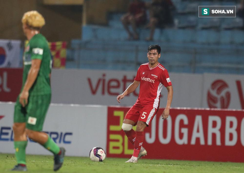 Báo Trung Quốc nổi đóa vì tuyên bố đầy mạnh bạo của hậu vệ tuyển Việt Nam - Ảnh 1.