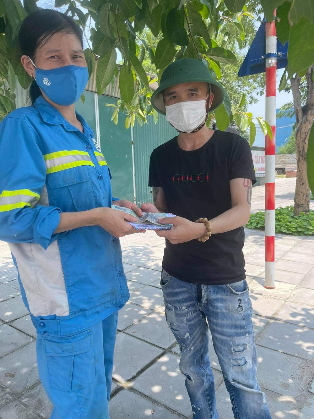 Nữ lao công bị cướp ở Hà Nội đã được tặng 3 chiếc xe máy mới - Ảnh 3.