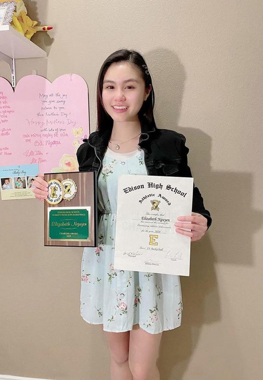 Vẻ phổng phao, tài giỏi ở tuổi 17 của con gái ruột NSƯT Ngọc Huyền - Ảnh 3.