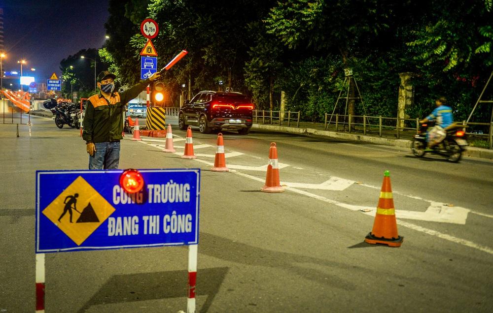 Hà Nội: Hàng chục công nhân làm việc xuyên đêm để sửa chữa hầm chui Kim Liên - Ảnh 2.