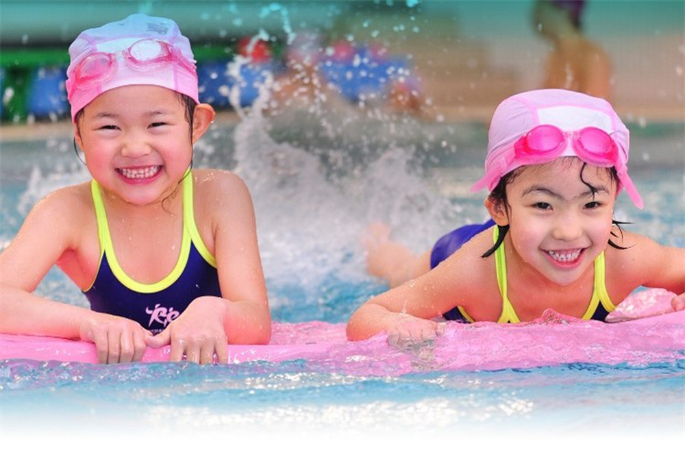 Bé gái đuối nước tử vong trong bể bơi, bố mẹ đau đớn tột cùng khi xem lại camera - Ảnh 4.