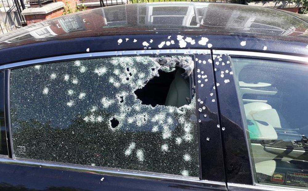 Cảnh sát Odessa (Ukraine) tìm thông tin về 3 người Việt Nam nghi liên quan đến chiếc xe có nhiều vết đạn bắn
