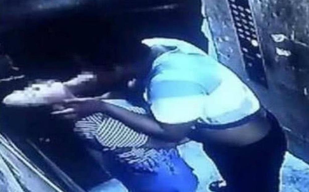 Bị cưỡng hôn trong thang máy, phản ứng lại bằng 1 hành động nhẹ nhàng, cô gái khiến thủ phạm phải dừng ngay hành động xấu xa
