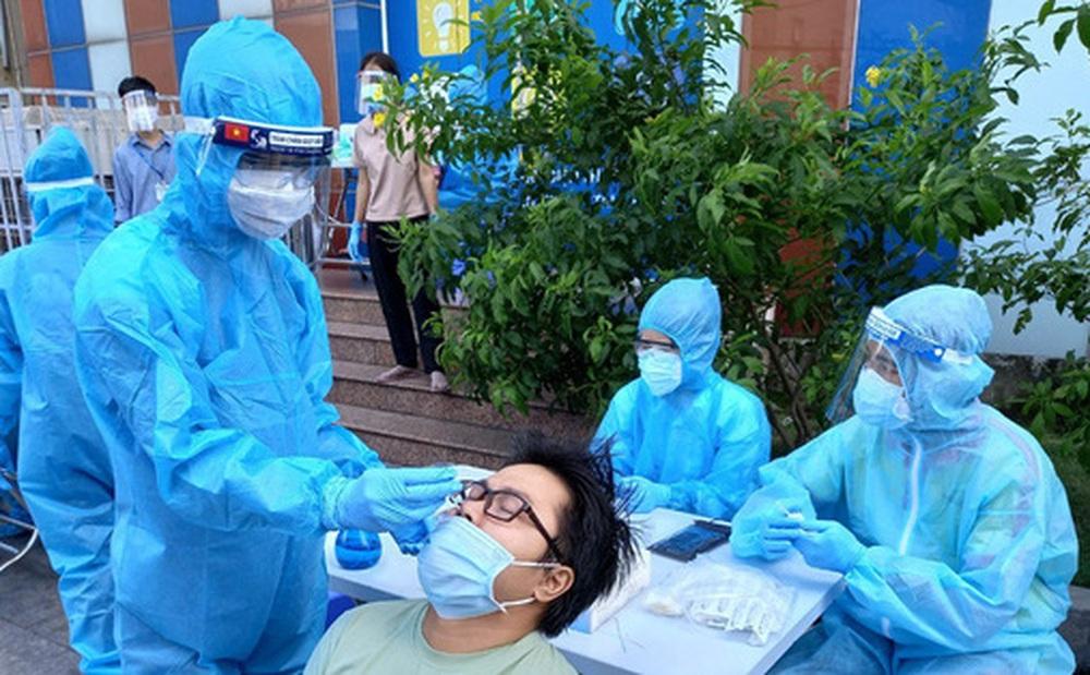 Tối 4/8, Hà Nội thêm 14 ca dương tính SARS-CoV-2, trong ngày tổng 57 ca, hai ngày liên tiếp số ca mắc giảm