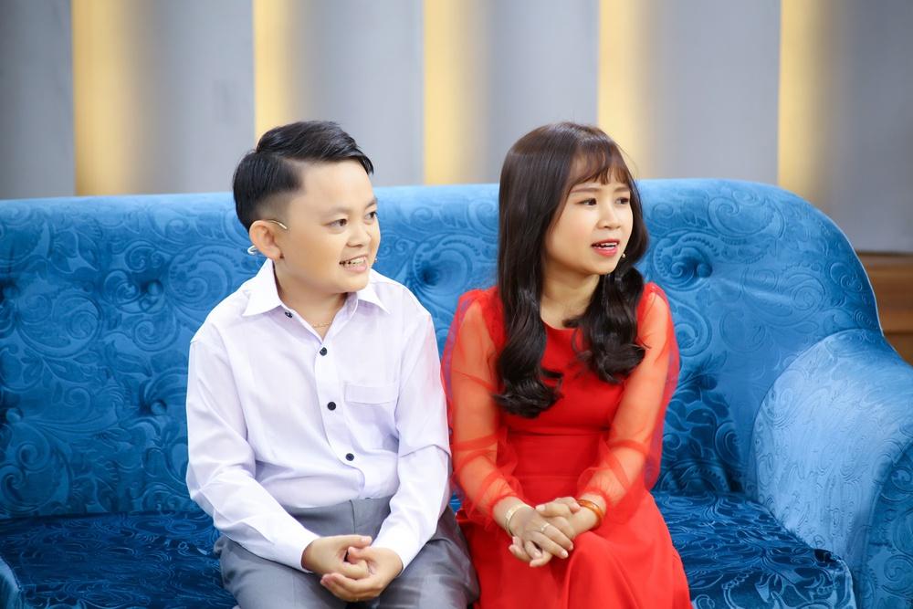 Vợ chồng Youtuber tí hon khiến Ốc Thanh Vân xót xa vì không thể sinh con - Ảnh 1.