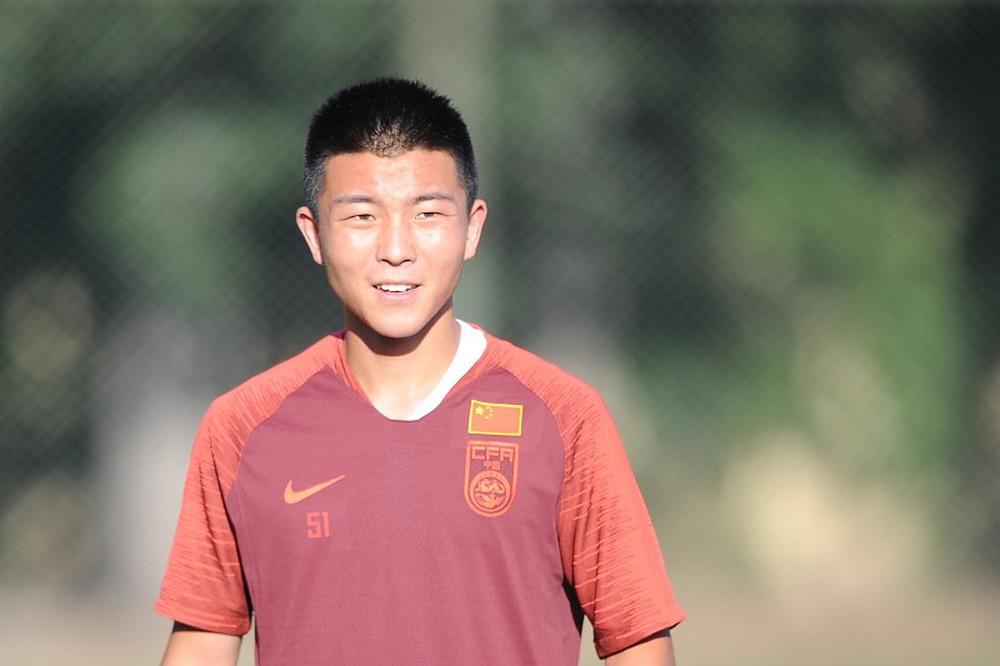 Tái xuất sau scandal trèo tường đi nhậu, Ronaldo Trung Quốc có cơ hội đòi nợ thầy Park? - Ảnh 2.