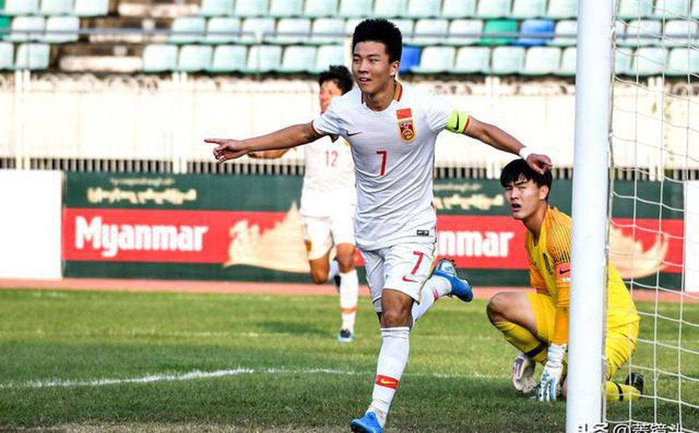 """Tái xuất sau scandal trèo tường đi nhậu, """"Ronaldo Trung Quốc"""" có cơ hội """"đòi nợ"""" thầy Park?"""