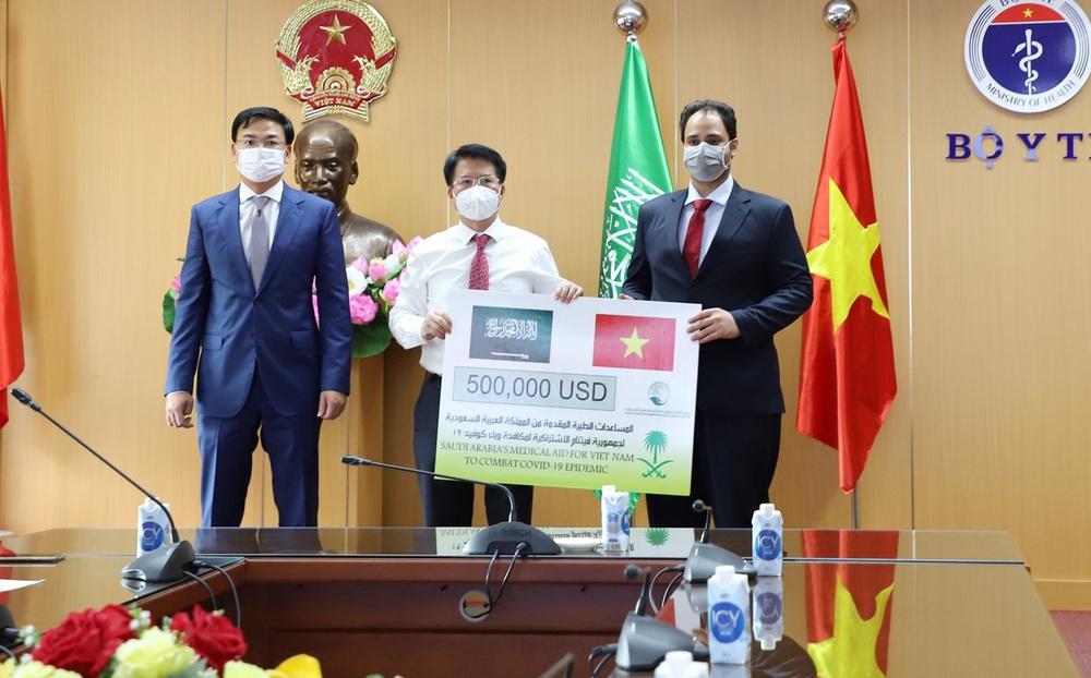 Vương Quốc Ả Rập Xê Út hỗ trợ Việt Nam gói viện trợ y tế 500.000 USD phòng chống dịch Covid-19