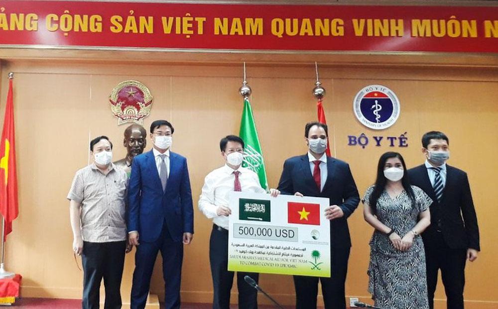 Ả-rập Xê-út tặng Việt Nam vật tư y tế trị giá hơn 11 tỷ đồng để đối phó COVID-19