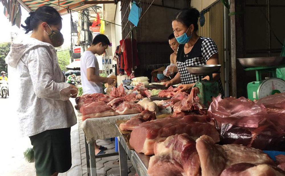 Nghịch lý thức ăn chăn nuôi đội giá, thịt lợn giảm sâu