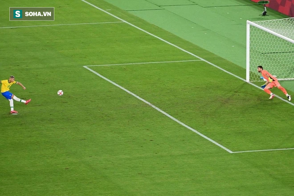 Ném đi 2 cơ hội mười mươi, Brazil đăng quang bằng đòn hồi mã thương cực kỳ mãn nhãn - Ảnh 2.